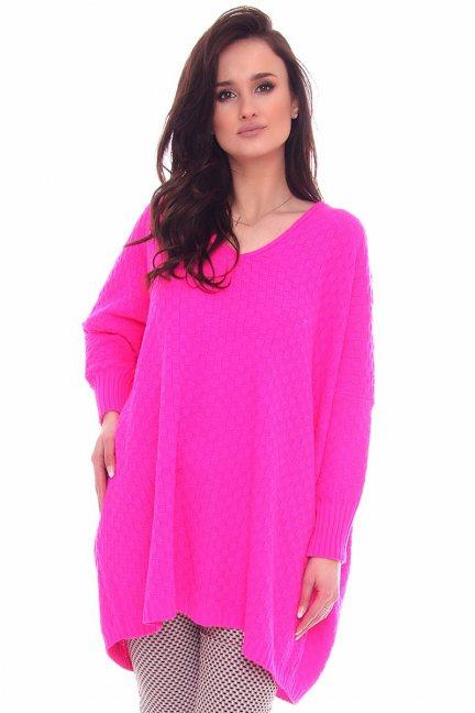 Sweter modny dłuższy tył CMK2069 fuksja