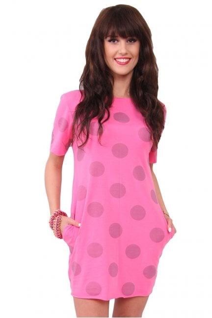 Sukienka w duże grochy różowa