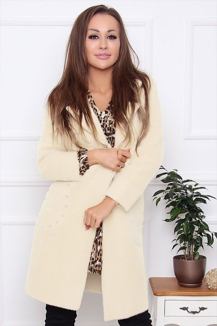 Płaszcz damski z alpaki z ćwiekami ecru