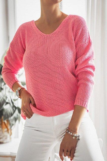 Sweter oversize wycięty dekolt malinowy