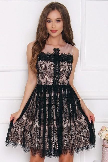 Sukienka rozkloszowana z koronki czarna