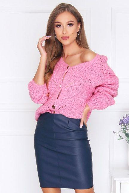 Sweter modny zapinany na guziki różowy