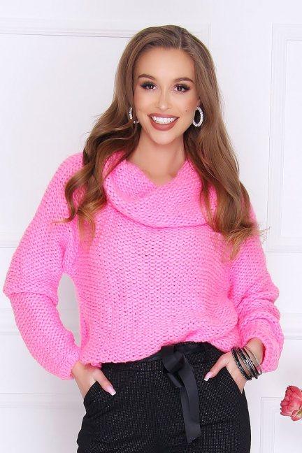 Sweter ciepły z dużym golfem różowy