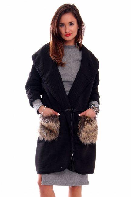 Płaszcz z futrzanymi kieszeniami CMK250 czarny