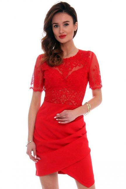 Sukienka asymetryczna z haftem CMK425 czerwona