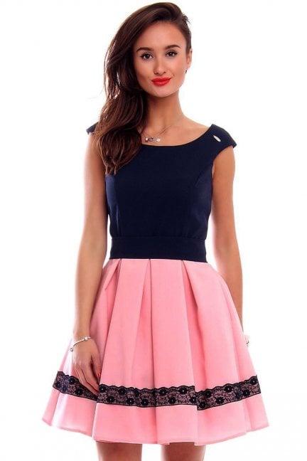 Sukienka zakładki z koronką różowa