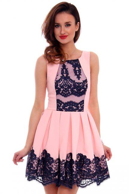 Sukienka zakładki koronka CMK471 różowa