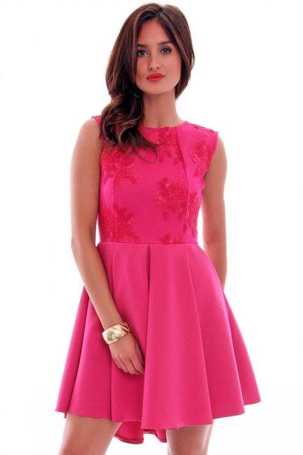 Sukienka koronka dłuższy tył CM519 fuksja